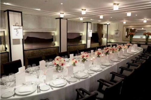Salon privé, idéal pour accueillir vos déjeuners, dîners, conférences, cocktails ou ateliers.