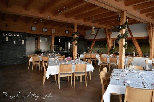 Salle d'évènement toute équipée, une terrasse panoramique sur lac et montagne, au coeur du vignoble